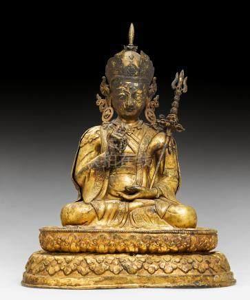 大型铜鎏金锤碟蓮花生尊坐像。