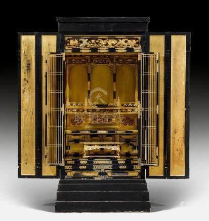 GROSSER KIN-BUTSUDAN (BUDDHISTISCHER HAUSALTAR).