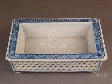 Brush bowl / rest - China, 18th century, porcelain painted i