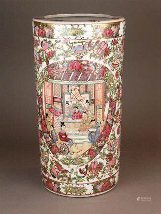 A Canton-style Porcelain Vase - China 20th century, porcelai