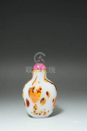 A CARVED WHITE GLASS SNUFF BOTTLE