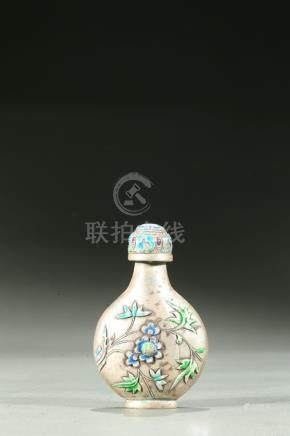 A SILVER AND ENAMEL SNUFF BOTTLE