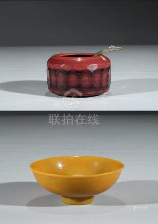 A YELLOW GLASS BOWL AND RED GLASS WASHER