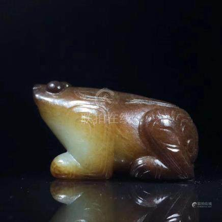 A WESTERN ZHOU JADE CARVING FIGURE OF FROG