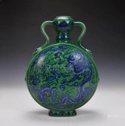 A QIANLONG BLUE-AND-WHITE DRAGON PATTERN MOON FLASK