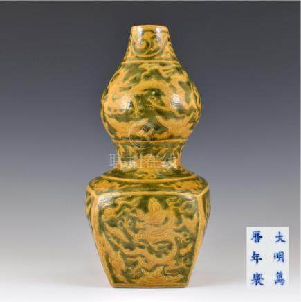 WANLI SQUARED DOUBLE GOURD VASE