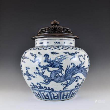 MING BLUE & WHITE DRAGON LIDDED JAR ON STAND
