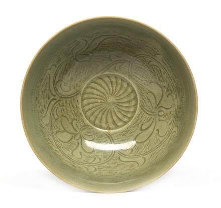 北宋 龍泉窰青釉刻花碗