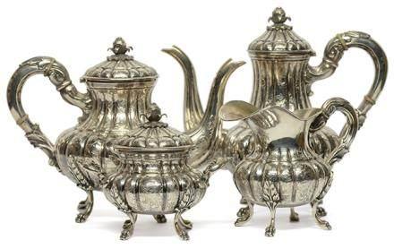 二十世紀初 意大利 銀花卉瓜棱形茶具一套四件 (銀重 2800克)