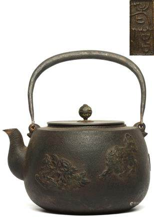鐵獅子花卉提壺