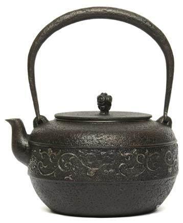 日本 光壽堂 鐵花卉壺 - '昭和二十…' 款