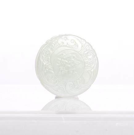A ROUND SHAPE WHITE JADE PENDANT