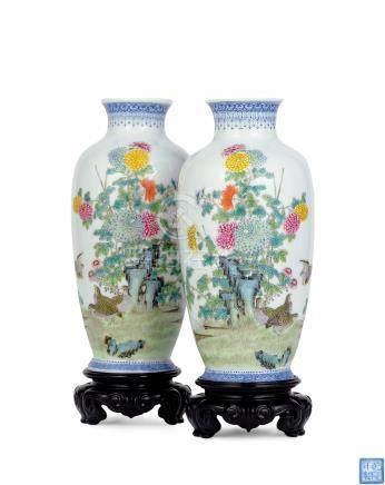 民国 粉彩安居乐业图灯笼瓶 (一对)