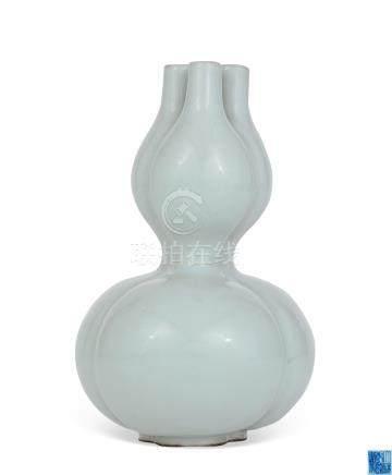 清乾隆 仿官釉三孔瓶