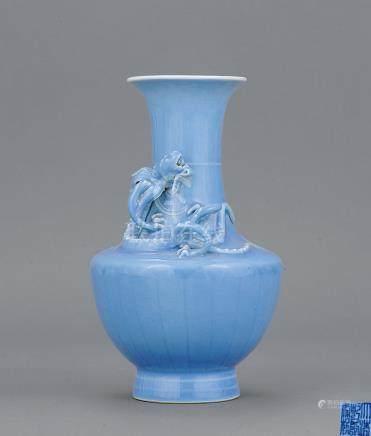 清 天蓝釉雕龙纹瓶