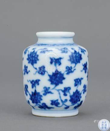 清雍正 青花花卉小罐