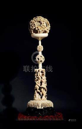 18世纪 象牙镂雕花卉纹玲珑球 连八仙人物托