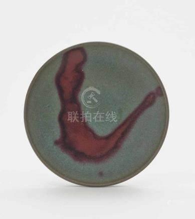 Schale China, wohl Qing Keramik. Seladonfarben mit rubinrotem Fleck. D. 17 cm.A bowlChina,