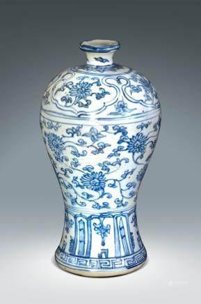 清 青花纏枝蓮紋梅瓶