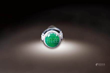 18K白金鑲鑽嵌翡翠蛋面指環