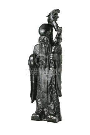 Chinesische Jadefigur von Shou LaoChina, 20. Jh., Spinat-Jade, Höhe 80 cm, 31,7 kg. Provenienz: -