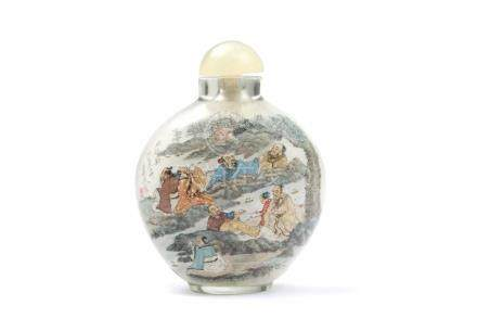 Snuffbottle mit InnenmalereiChina, signiert , H 7,5 cm. Innen mattiertes Glas, mondflaschenförmig,