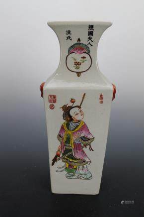 Qing Daoguang Pastel Gold Figures Square Bottle