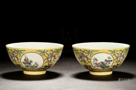 PAIR OF FAMILLE ROSE 'PEACHES' BOWLS