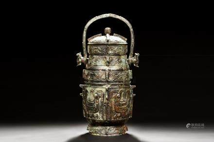 ARCHAIC BRONZE CAST RITUAL VESSEL WITH HANDLE AND LID