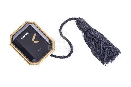 Chanel, pendulette et réveil en métal doré, modèle Première