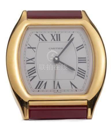 """Cartier pendulette réveil """"Tortue"""" en laiton plaqué or"""