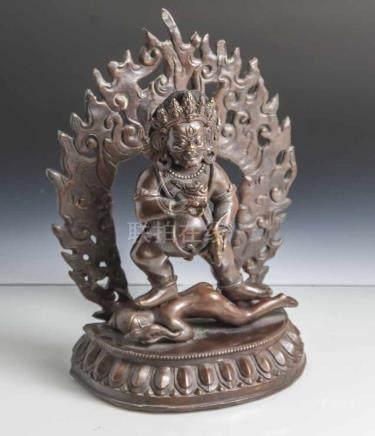 Figur des Mahakala, Tibet, wohl 19. Jahrhundert, Bronze, dunkel patiniert, stehend aufeinem Dämon,