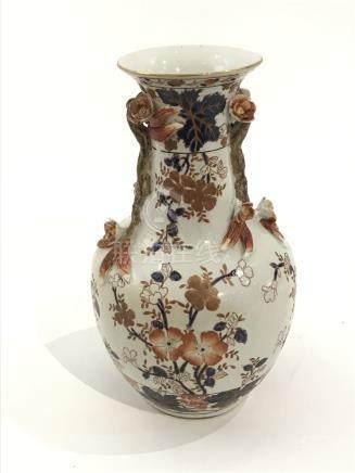 JAPON Vase à col etranglré en porcelaine polychrome époque X