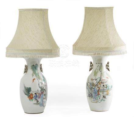 CHINE Deux vases montés en lampe en porcelaine polychrome à
