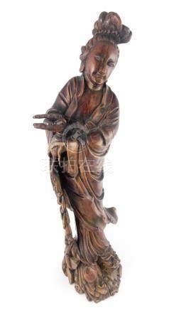 "ESCULTURA CHINA. ""Deidad mitológica sobre perro de Fo"" en ma"