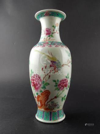 """FLORERO CHINO. En porcelana Familia Rosa decorada """"flores y"""