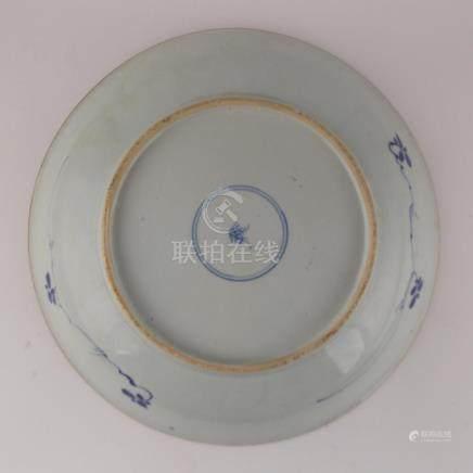 """PAR DE PLATOS CHINOS. En porcelana azul y blanca decorada """"f"""