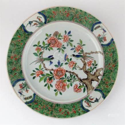 """PLATO CHINO. En porcelana Familia Verde decorada """"aves y flo"""