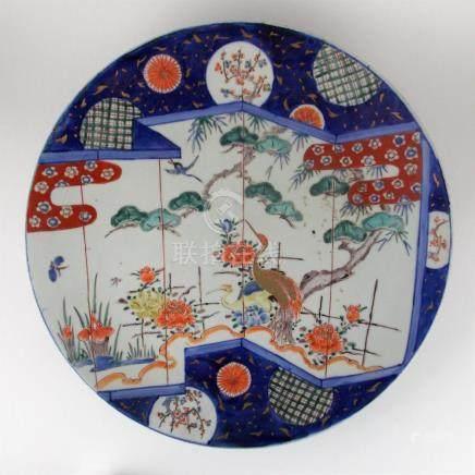 "PLATO CHINO. En porcelana decorada ""árbol, flores, mariposas"