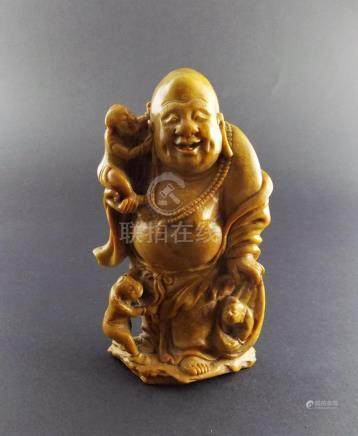 """ESCULTURA CHINA. """"Buda con niños"""" en piedra dura en tonos ma"""