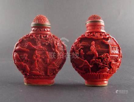 DOS SNUFF BOTTLES. En bronce laqueado color rojo y decorado