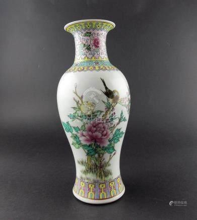 """FLORERO CHINO. En porcelana Familia Rosa decorada """"aves y fl"""