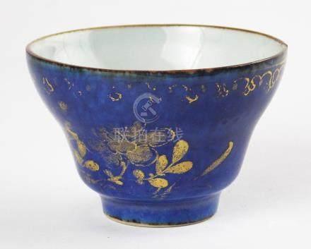 JUEGO CHINO DE TAZA CON PLATITO Y PLATO. En porcelana azul c