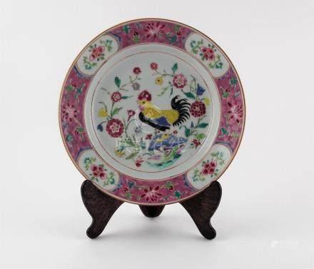 """PLATO CHINO HONDO. En porcelana decorada """"gallo y flores"""". D"""