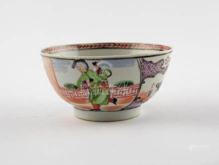 """BOWL CHINO. En porcelana decorada """"damas, mariposas y flores"""