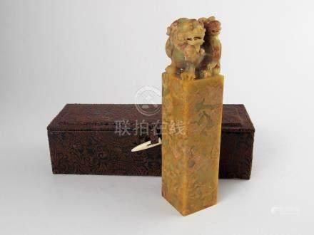 """SELLO CHINO. En piedra dura tallada y esculturada """"perro de"""