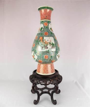"""FLORERO CHINO. En porcelana Familia Verde decorada """"personaj"""