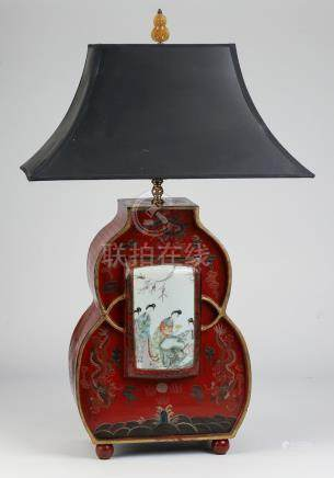 Chinoiserie style carved wood table lamp w/ plaque
