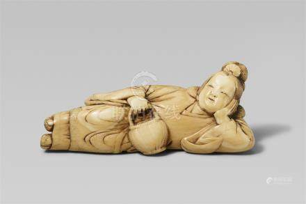 A good ivory netsuke of a reclining servant of Seiôbô. 18th century
