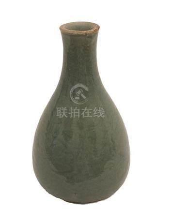 A CÉLADON-GLAZED BOTTLE VASEChina, Qing
